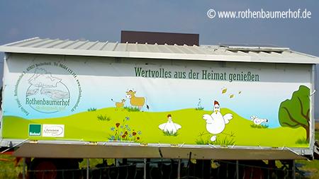 Kunden zeigen ihre werbung, Rothenbaumerhof, Illustration Werbebanner, Illustration Hühnermobil, Illustration Hühner und Kühe, © wildpeppermint-design.de